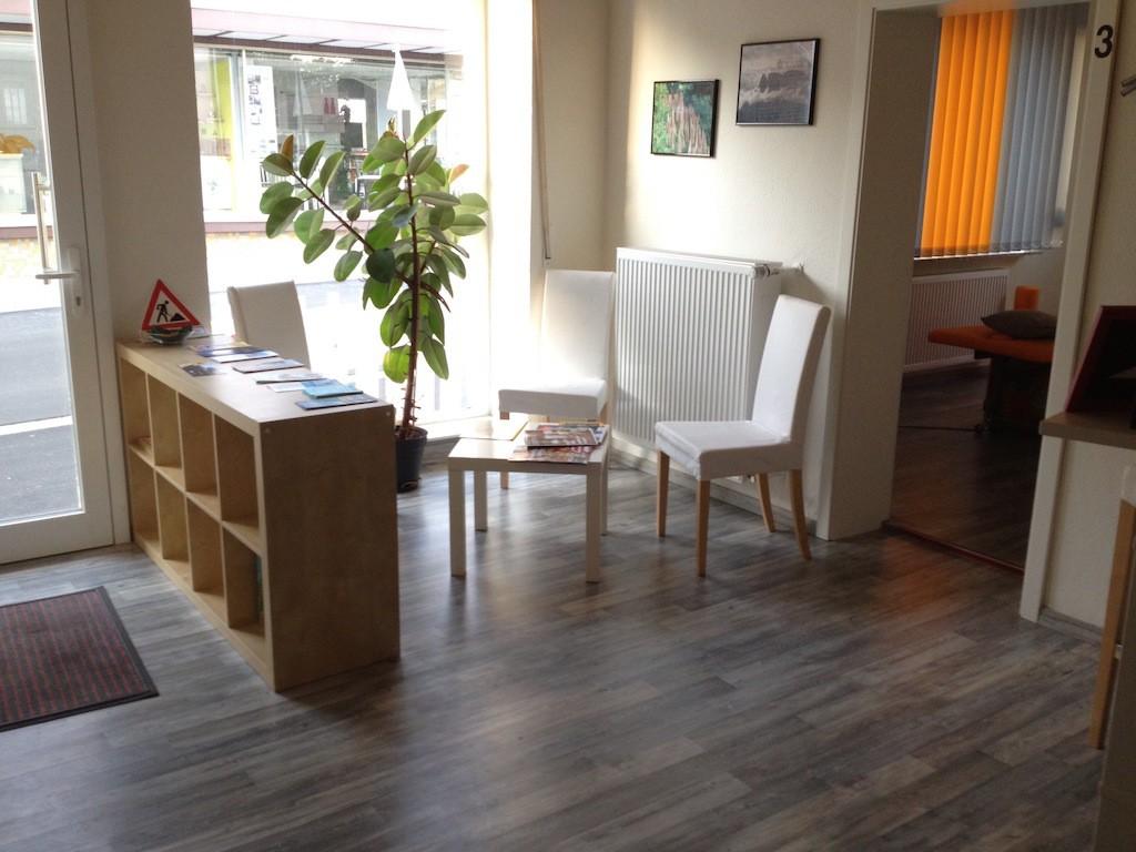 Eingang und Wartebereich, Physiotherapie Greife, Glauburg-Stockheim